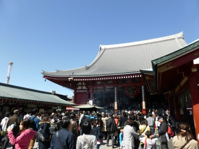 Hustling crowds at Sensoji